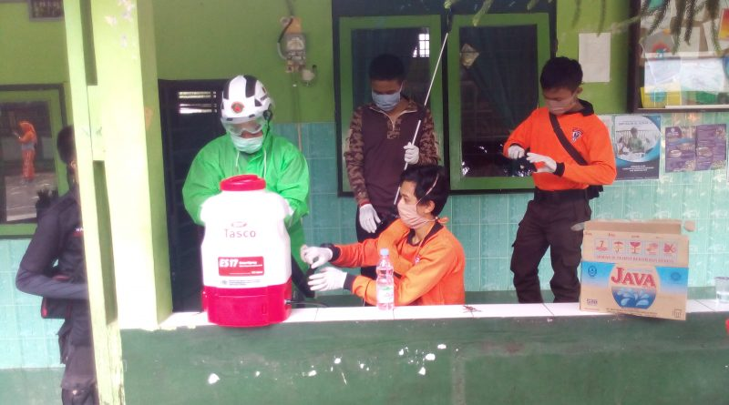 Waspada Corona, Kwarcab Salatiga lakukan penyemprotan desinfektan